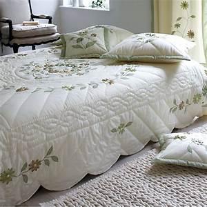 Couvre Lit Vert : couvre lit 2 personnes prairie cru vert frais de traitement de commande offerts acheter ~ Teatrodelosmanantiales.com Idées de Décoration