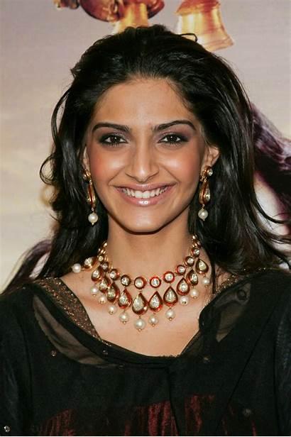 Sonam Kapoor Bollywood Actress Jewellery Kundan Wallpapers