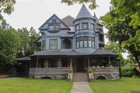 10 Victorian Homes To Swoon Over For Valentine's Day