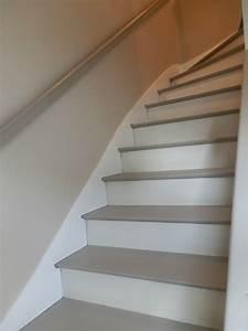 Relooking escalier le grenier de christelle for Peindre un escalier en gris 2 escalier deco peint en blanc marches et rambarde en bois