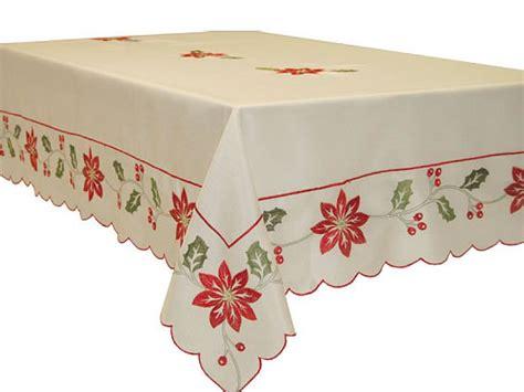 mantel de navidad bordado  la flor de pascua sobre tela