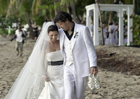 Shania Twain   Celebrity Wedding Dresses   StyleBistro