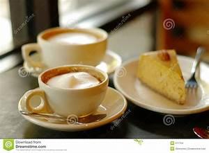 Kaffee Und Kuchen Bilder Kostenlos : kaffee und torte stockfoto bild von cappuccino sch umend 371754 ~ Cokemachineaccidents.com Haus und Dekorationen