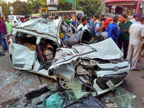 Freak accident on Ashram Road Ahmedabad, two dead, several ...