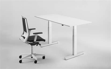 scrivanie regolabili in altezza scrivanie e tavoli regolabili in altezza per lavorare in
