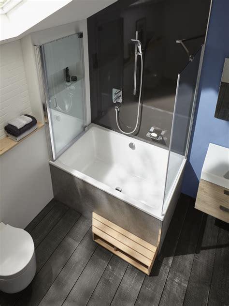 une baignoire dans une petite salle de bains cest  carnet delegance