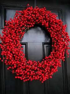 Deko Zweige Rote Beeren : t rkranz zu weihnachten weihnachten rot rote beeren und t rkr nze ~ Sanjose-hotels-ca.com Haus und Dekorationen