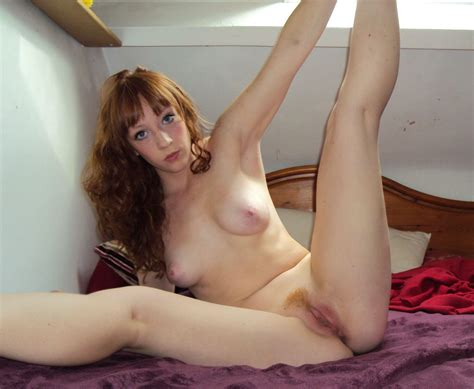 Redhead Amateur Teen Posing Naked At Home Russian Sexy Girls