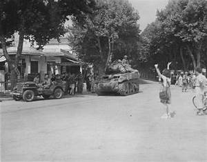 Jeep Aix En Provence : us soldiers in aix en provence france on 21 august 1944 note an m8hmc and jeep are in the ~ Gottalentnigeria.com Avis de Voitures