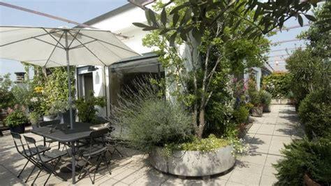 terrazzo pensile come realizzare un giardino pensile sul terrazzo della