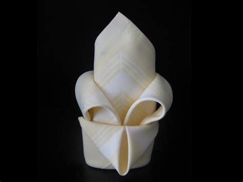 comment r 233 aliser un pliage de serviette en forme de fleur de lys couteaux laguiole tout sur
