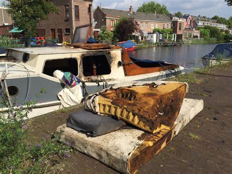 Boten Leiden by Boten Zwaar Beschadigd Na Brandstichting Leiden