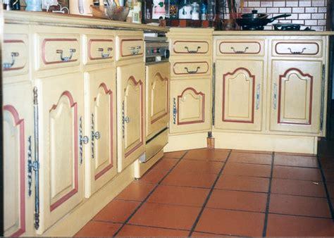 meuble de cuisine repeint repeindre des meubles de cuisine rustique cuisine