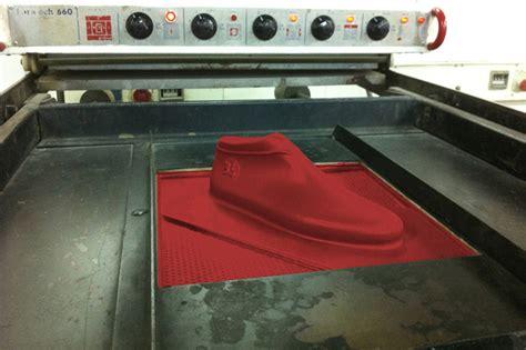 Lou Moria Manufactures Minimalist Vacuum Forming Shoe