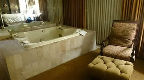 Hotels With Tubs In Room Mn by Presidential Suite 2 Picture Of Doubletree By