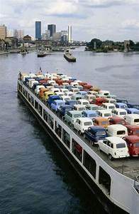 Renault Suresnes : 1980 les renault 4 arrivent l 39 cluse de suresnes apr s avoir quitt leur usine de l 39 le seguin ~ Gottalentnigeria.com Avis de Voitures