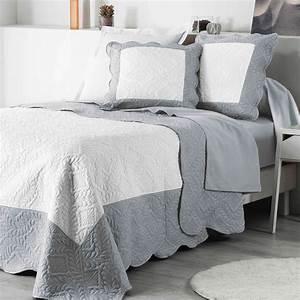 Couvre Lit Matelassé Ikea : couvre lit 220 x 240 cm matelass andrea blanc gris couvre lit boutis eminza ~ Melissatoandfro.com Idées de Décoration
