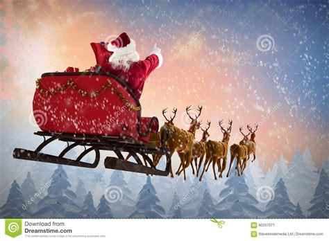 Imagem Composta Da Equitação De Papai Noel No Trenó
