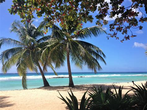 caribbean holidays embracing   inclusive