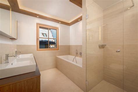 Badezimmer Modern Fliesen Hell by Badezimmer Modern Fliesen Hell Edgetags Info