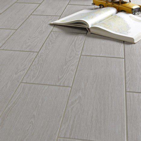 faience cuisine point p carrelage sol et mur gris clair effet bois avoriaz l 20 x