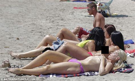 Josie Gibson Shows Off Her Impressive Bikini Body In Pink Two Piece In Ibiza Daily Mail Online