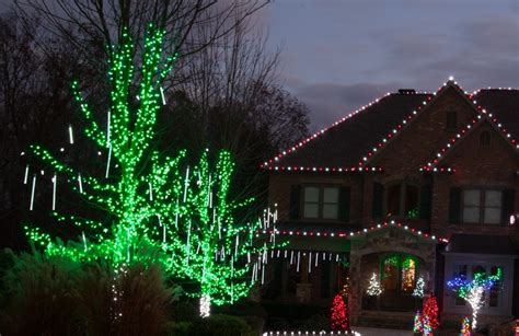 christmas lights that look like snow falling outdoor yard decorating ideas