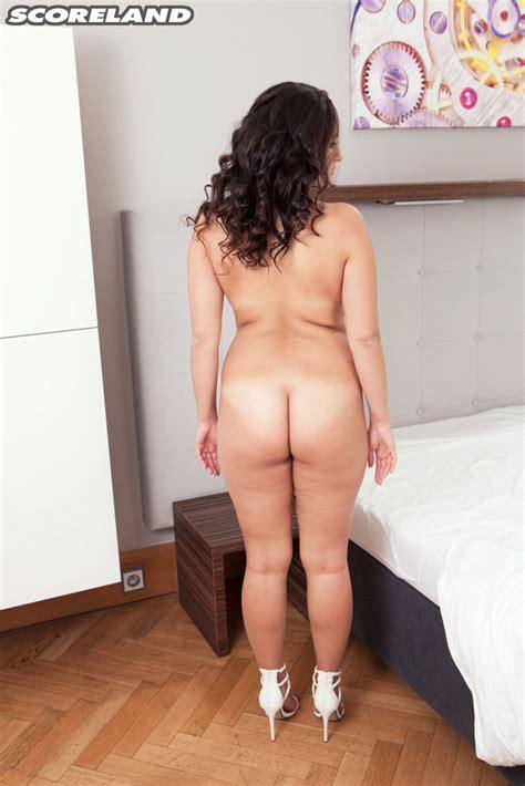[scoreland] Curvy Mature Amy Berton Shows Huge Knockers