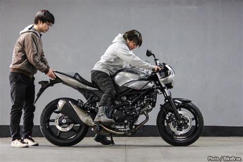 Suzuki Gsx 150 Bandit 4k Wallpapers by バイク足つきチェック 2018年型スズキsv650x Abs シートやタンクの形状が女子たちの足つき率をアップする
