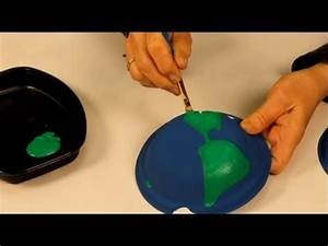 Globe Terrestre Carton : faire un globe terrestre avec des assiettes en carton youtube ~ Teatrodelosmanantiales.com Idées de Décoration