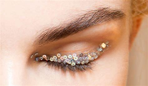 Comment bien utiliser sa base à paupière pour faire tenir le maquillage ?