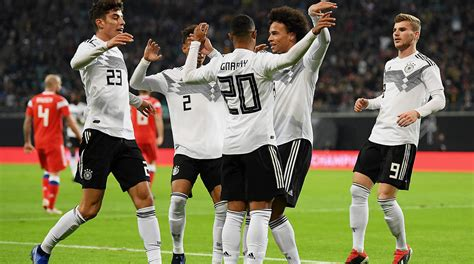 Dfb what are you doing to that poor man. Video: Junges DFB-Team überzeugt beim 3:0 gegen Russland ...