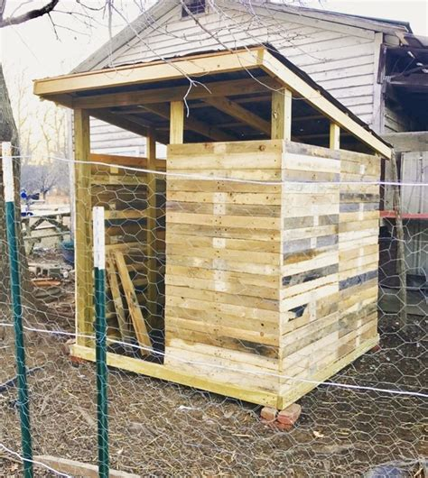 build  chicken coop  pallet wood lady lees home