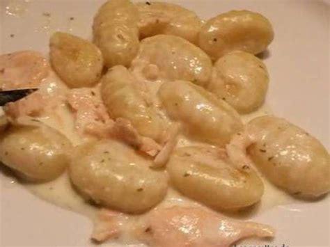 cuisiner les chignons frais recettes de gnocchi et saumon fumé