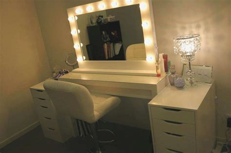 Bedroom Vanity Sets With Lighted Mirror Inspirational
