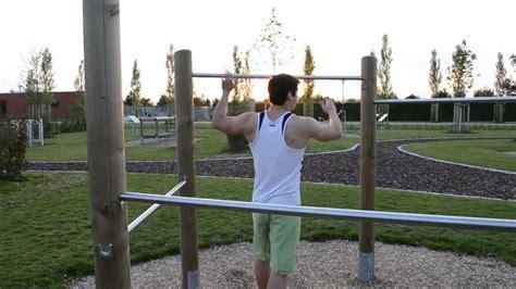 musculation parc traction nuque barre fixe lats