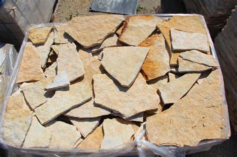 foto pietre  rivestimento muri colore giallo