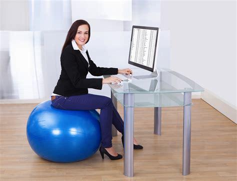 chaise de bureau ballon rester active même au bureau c est possible le cahier
