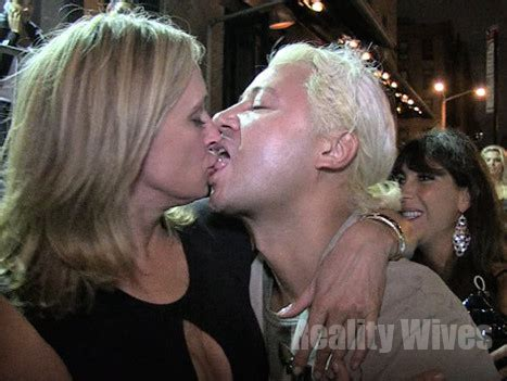 sonja morgan completely wasted shes  straw