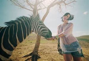 New Video: Lily Allen 'Air Balloon"