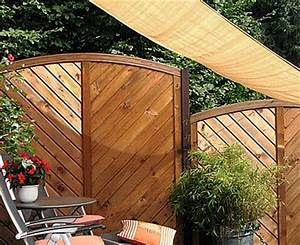 sichtschutz im vergleich holz stein oder hecke holz With französischer balkon mit garten bewässerungssysteme vergleich