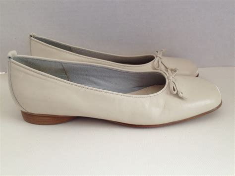 naturalizer ballet flats womens size   shoes  white