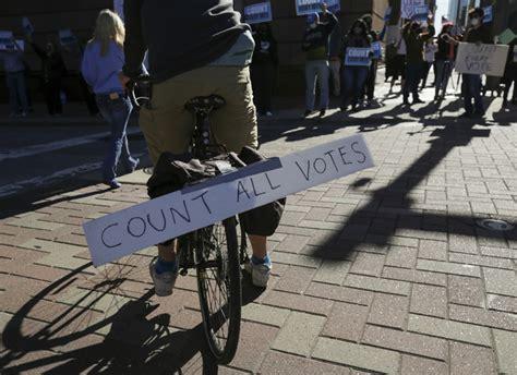 Kết quả này cho thấy tỷ lệ ủng hộ cho cựu phó tổng thống biden đã gia tăng cách biệt so với kết quả. Bầu cử Tổng thống 2020: Nhiều bang đã đóng cửa hòm phiếu ...