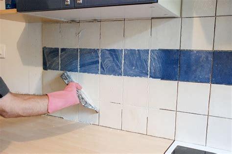 resine sur carrelage cuisine appliquer de la résine sur un carrelage mural bricobistro