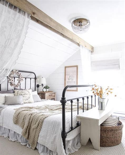 Simple Cottage Style Beds Ideas Photo by 1000 Ideas About Farmhouse Style Bedrooms On