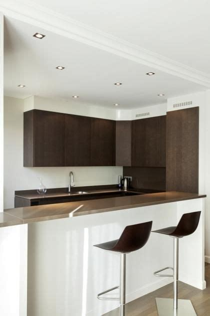 cuisine ouverte sur le salon d 233 des spots au plafond faux plafond pour marquer l espace