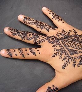 Tatouage Sur Doigt : photo tatouage henn sur les doigts et la main ~ Melissatoandfro.com Idées de Décoration