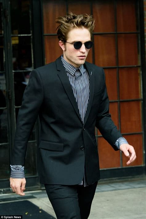 Robert Pattinson looks suave emerging from New York hotel ...