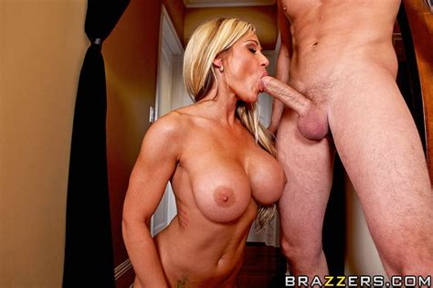 Busty Milf Tyler Faith Takes It In Her Pussy After She