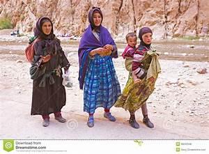 SAHARA DESERT, MOROCCO 20 OCTOBER 2013: Nomad Women In The ...